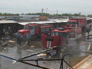 На выезде из Ростова горел оптово-овощной рынок