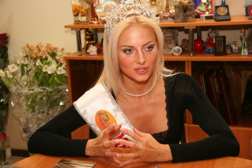 """В Ростове ограбили """"Миссис мира - 2009"""" Викторию Радочинскую"""